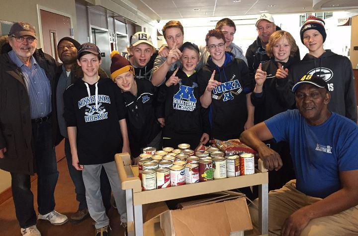 Minnetonka Bantam C Black Hockey Team volunteers at the Community Bridge Food Pantry